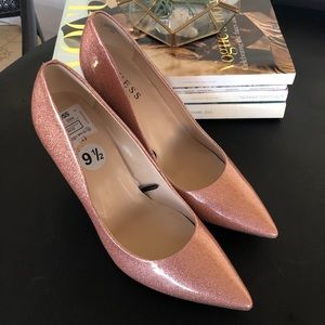 🎀 Light pink glitter pointy toe Guess heels